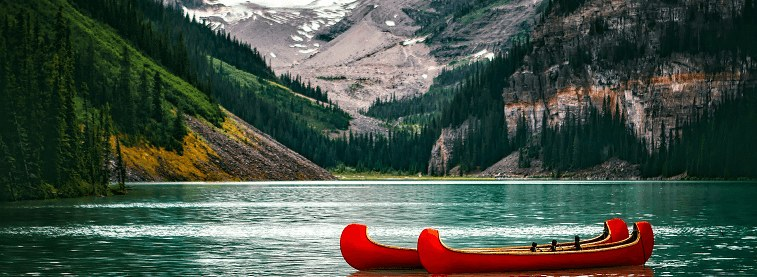 Canadian kayak and lake (optim)