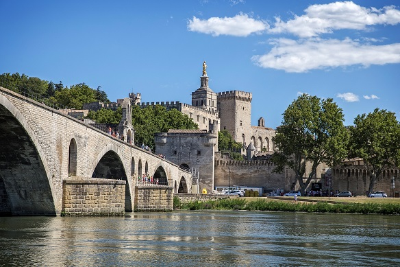 Pont d'Avignon and the wall of the city