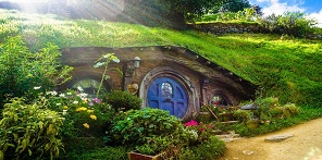 Hobbit house in New Zealand button