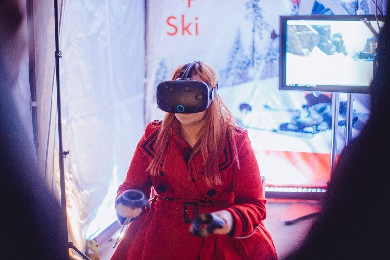 Post Office #SkiSafe - a blogger from our ski safe event testing the effects of drinking and skiing via a VR headset