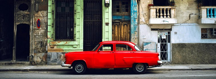 Classic red car in Havana (optim)