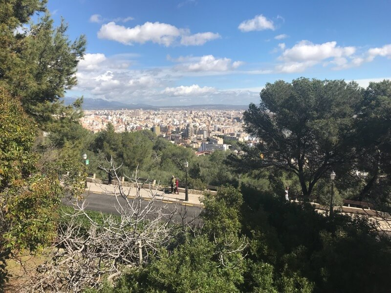 City break tips - Palma, the main city on the Balearic island of Mallorca can appear more costly than mainland Spain coastal, but there are many ways to visit on a budget.