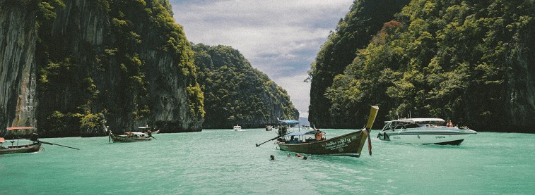 Lagoon in Thailand (optim)